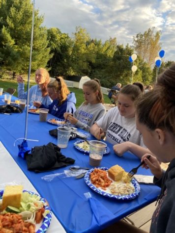 Field Hockey Team Scores a Pasta Dinner
